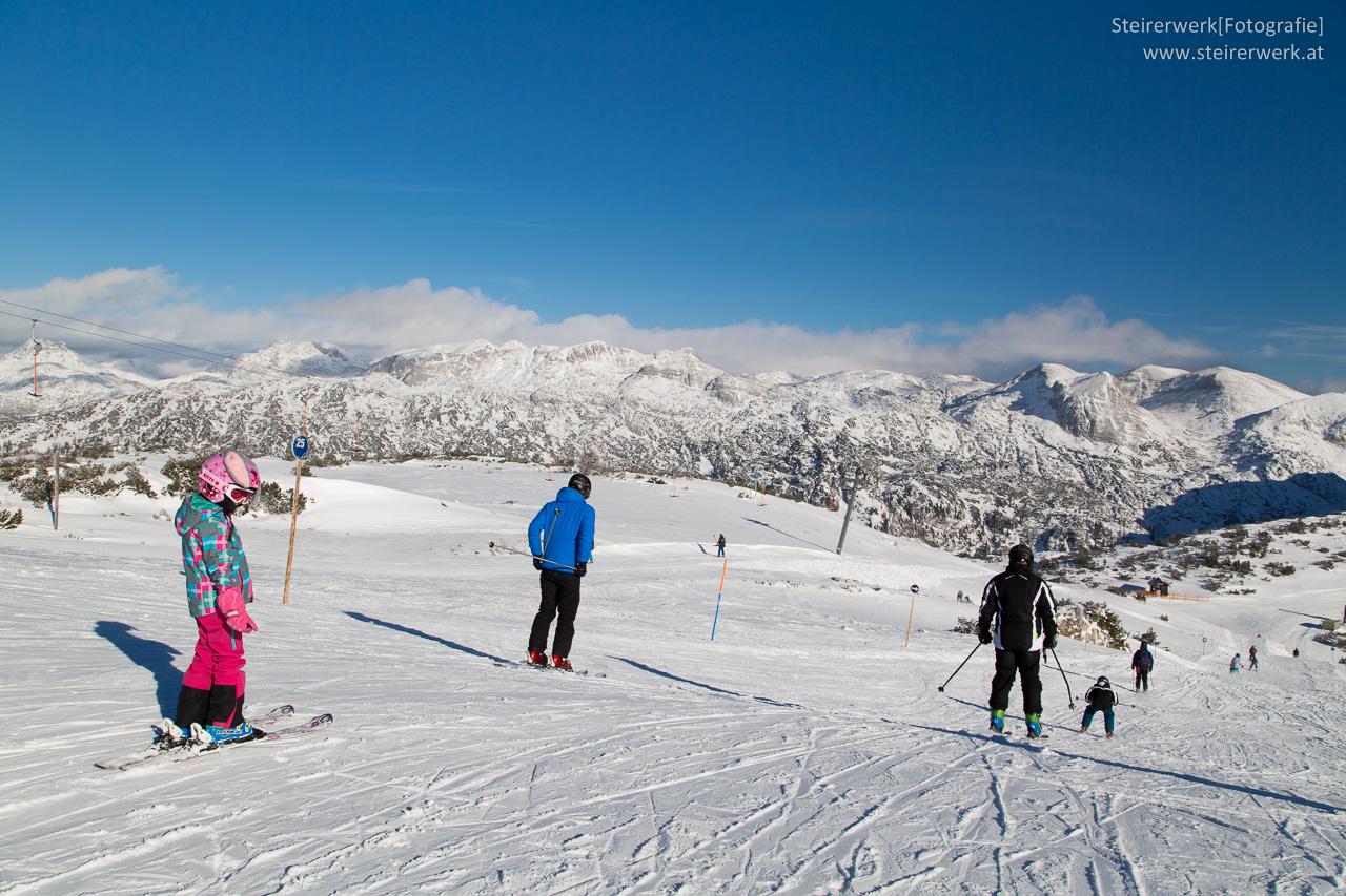 Skifahren auf den österreichischen Bergen