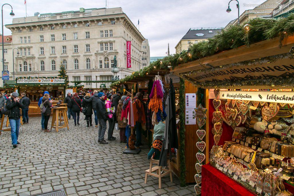 Altwiener Christkindlmarkt auf der Freyung Wien