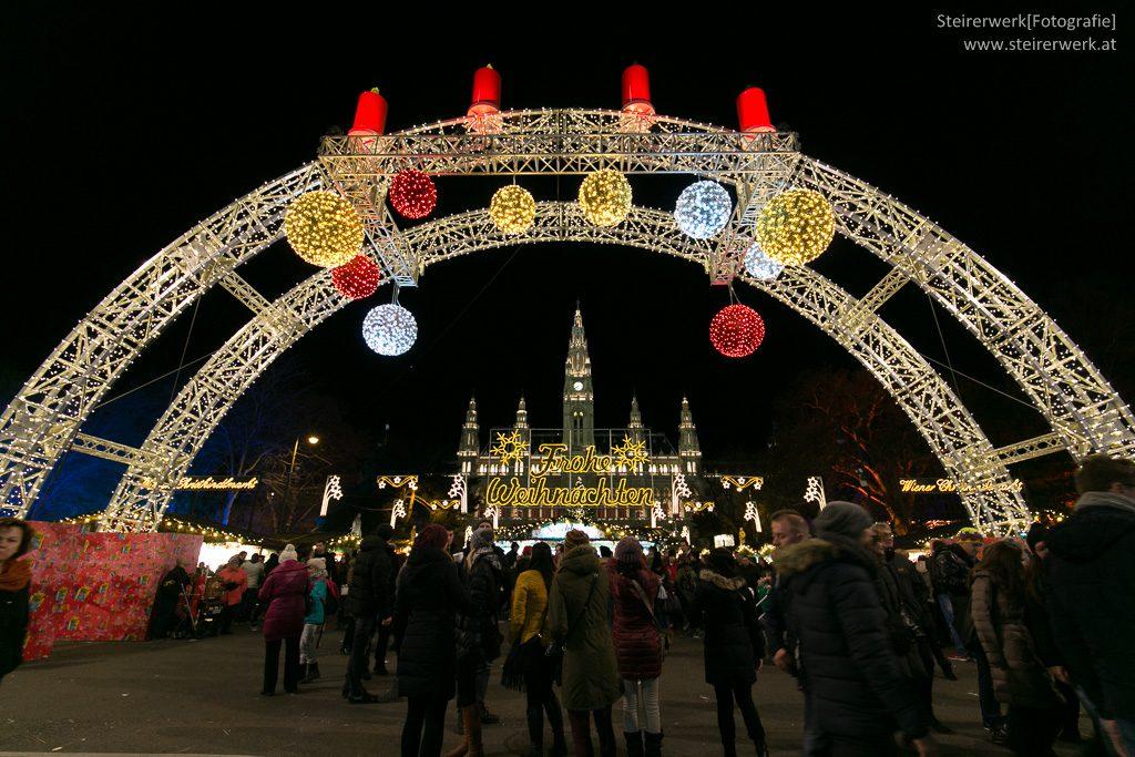 Christkindlmarkt in Wien vor dem Rathaus