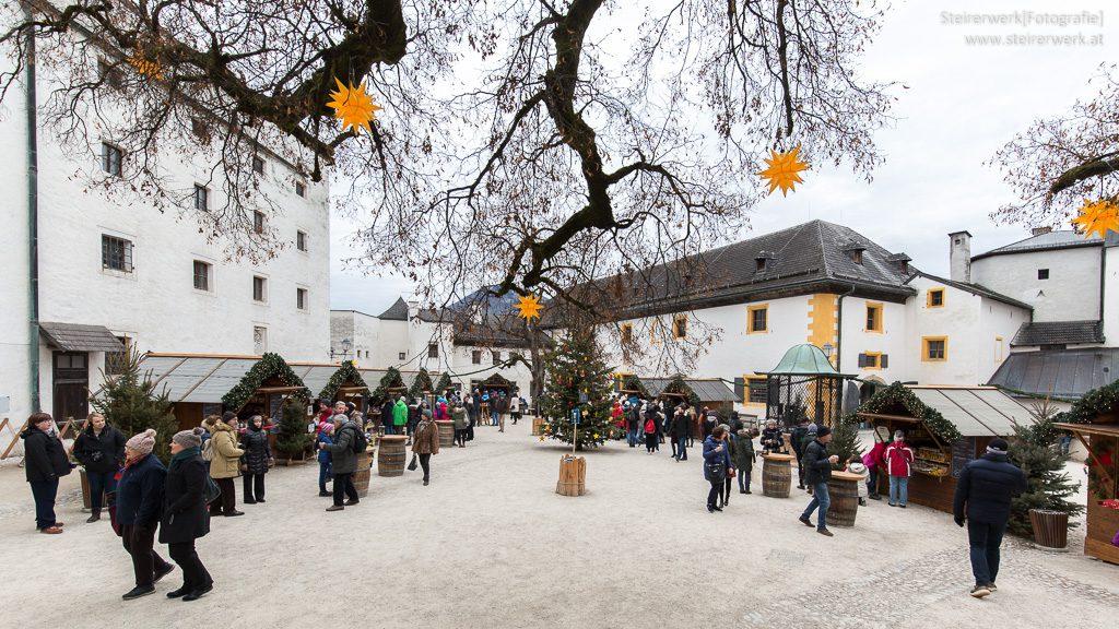 Adventmarkt im Burghof der Festung Hohensalzburg