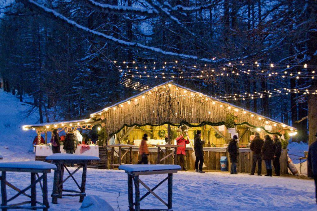 Verschneiter Christkindlmarkt in Kärnten